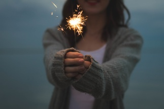photo-1421986527537-888d998adb74-girl-with-sparkler