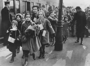 KITTEN jewish refugee children arriving in London